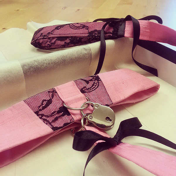 A front view from a pink silk locking collar.