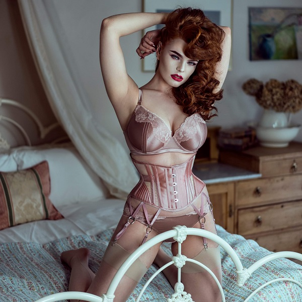 Miss Deadly Red wears the Rosette pink Seirian Luxe