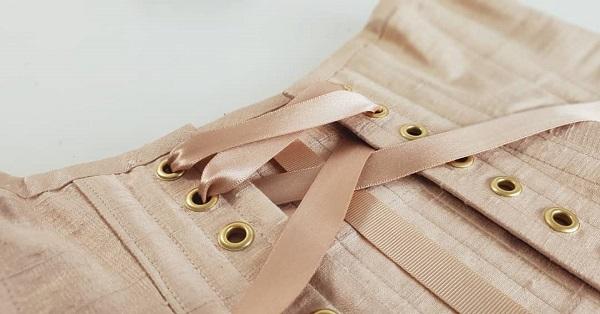 Lacing corsets