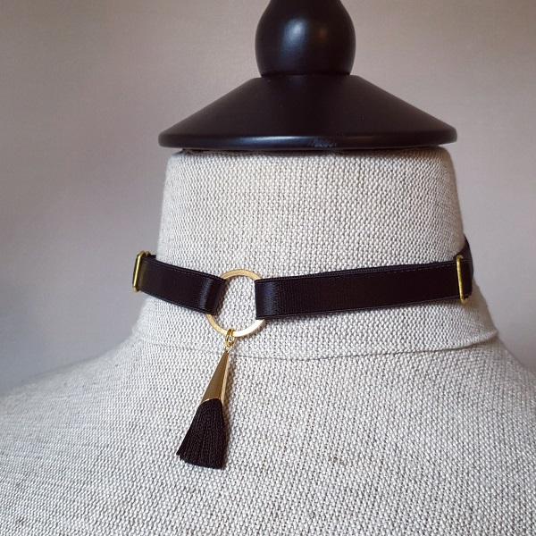 Aures tassel choker in black
