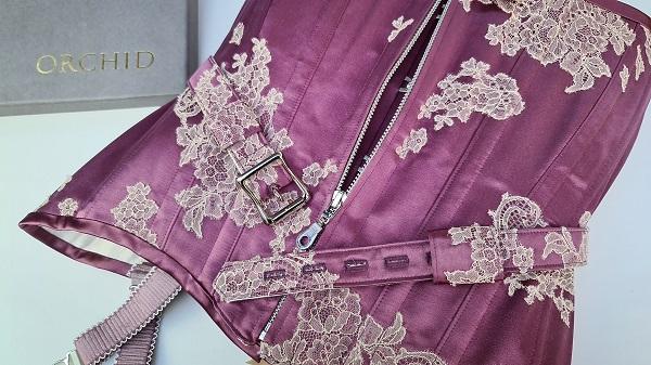 locking zip front detail on corset