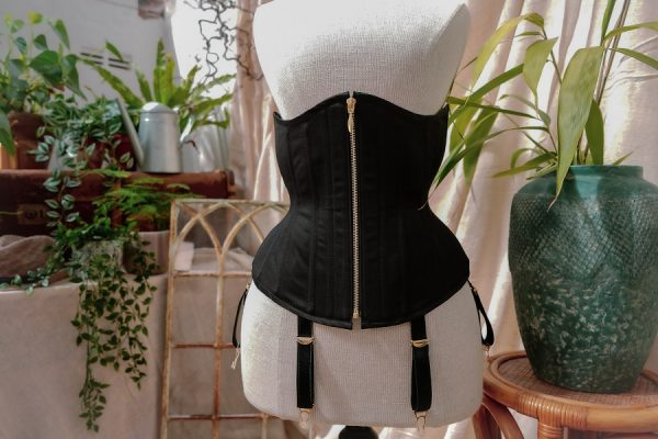 Front view of Heledd corset in black with zip fastening